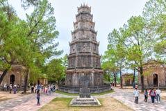 Pagoda de Thien MU, tonalidad en un día de verano fotografía de archivo