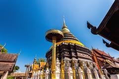 Pagoda de Wat Phra That Lampang Luang Lanna en Lampang, Tailandia foto de archivo