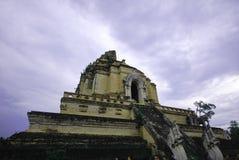 Pagoda del laung di Chedi in chiangmai con il cielo fotografia stock libera da diritti