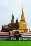 Pagoda del oro en palacio magnífico Foto de archivo libre de regalías