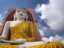 Pagoda del retruécano de Kyaik en Myanmar Fotografía de archivo