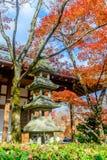 Pagoda del templo de Jojakkoji en Arashiyama, Japón Foto de archivo libre de regalías