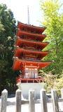 Pagoda della torre del tesoro al giardino di tè giapponese immagini stock libere da diritti