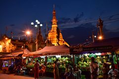 Pagoda di Botahtaung Immagini Stock