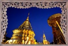 Pagoda di Goldent in cima alla montagna di Suthap. Fotografie Stock