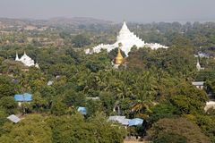 Pagoda di Hsinbyume o pagoda Myanmar di Myatheindan immagine stock