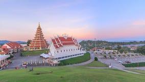 Pagoda di lasso di tempo e chiesa buddista stock footage