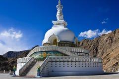 Pagoda di pace di mondo, città di Leh, Ladakh, India Fotografie Stock