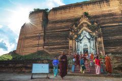 Pagoda di Pahtodawgyi, Mingun, non lontano da Mandalay, Myanmar fotografia stock libera da diritti