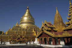 Pagoda di Shwezigon in Bagan fotografie stock libere da diritti