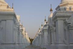 Pagoda di Uthodaw - il più grande libro del mondo Fotografia Stock Libera da Diritti