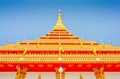 Pagoda dorata al tempio tailandese, Khonkaen Tailandia Fotografie Stock