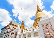 Pagoda dorata a Bangkok, Tailandia Immagine Stock