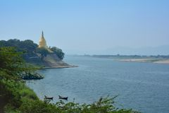 Pagoda dorata di Lawka Nandar Bagan, Myanmar fotografia stock libera da diritti