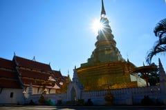 Pagoda dorata Phra che tempio di Chae Haeng a Nan, Tailandia immagini stock libere da diritti