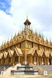 Pagoda dorata a Wat Tha Sung Temple Fotografia Stock Libera da Diritti