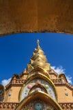 Pagoda dorato con cielo blu Immagine Stock Libera da Diritti