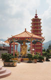 Pagoda e estátua Fotos de Stock Royalty Free