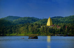 Pagoda e lago immagine stock libera da diritti