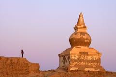 Pagoda e pessoa fotografia de stock