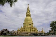Pagoda e statua dorate di Buddha Fotografia Stock Libera da Diritti