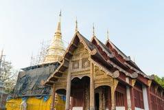 Pagoda en construction chez Wat Phra Singh Image libre de droits