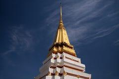 Pagoda en el cielo azul Foto de archivo