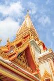 Pagoda en el templo budista o Wat Chalong de Chalong Imagen de archivo