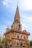 Pagoda en el templo budista o Wat Chalong de Chalong Fotos de archivo