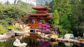 Pagoda en jardín chino del zen