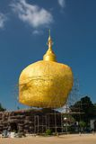 Pagoda en pierre d'or Photographie stock libre de droits