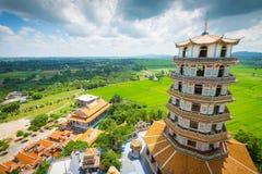 Pagoda en Tiger Cave Temple (Wat Tham Sua) fotos de archivo