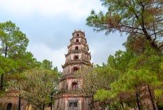 Pagoda en tonalidad, Vietnam de Thien MU foto de archivo libre de regalías