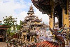 Pagoda en verre de porcelaine de Linh Phuoc dans le Lat du DA, Vietnam image libre de droits