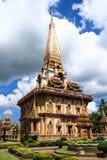 Pagoda en Wat Chalong o el templo de Chaitharam, Phuket, Tailandia Imágenes de archivo libres de regalías