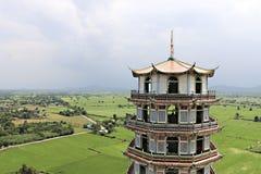 Pagoda en Wat Tham Khao Noi, Kanchanaburi, Tailandia Imagen de archivo libre de regalías