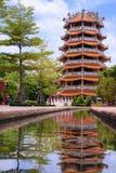Pagoda et réflexions Photographie stock