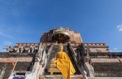Pagoda et statue de Bouddha au temple de Wat Chedi Luang en Chiang Mai Image stock