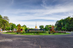 Pagoda géante lointaine Images libres de droits