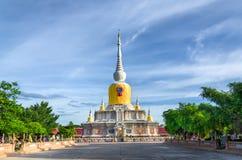 Pagoda gigante lejana Imágenes de archivo libres de regalías