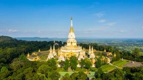Pagoda gigante Phra Maha Chedi Chai Mongkol Temple, provincia Roi Et Thailand, cetiya gigante foto de archivo libre de regalías