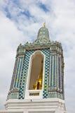 Pagoda hermosa y cielo azul Imagenes de archivo