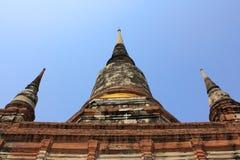 Pagoda i blå sky på den watyai chaimongkolen Royaltyfri Fotografi