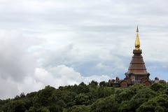 Pagoda i chmury przy Doi Inthanon Park Narodowy Zdjęcie Stock