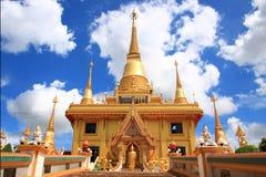 Pagoda i det thailand tempelet Royaltyfri Fotografi