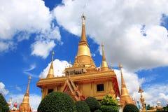 Pagoda i det thailand tempelet Royaltyfri Foto