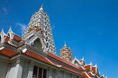 Pagoda i thailändskt tempel Fotografering för Bildbyråer