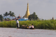 Pagoda at Inle lake and people on boat Stock Photography