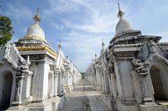 Pagoda Kuthodaw Стоковая Фотография