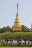 Pagoda luminosa Wat Phra That Chang Kham dell'erba e dell'oro del giacimento del cielo, Fotografie Stock